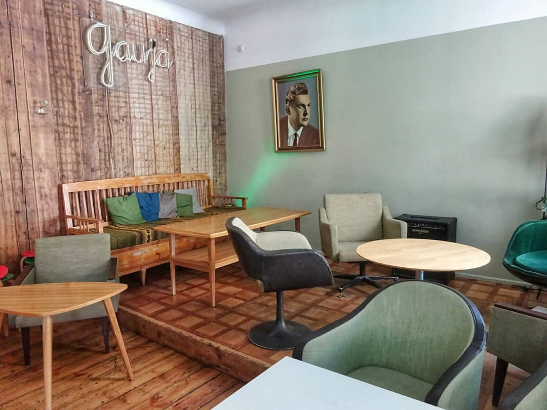 Café in Tallin Sony-DSC-WX350 - www.upandaway.de