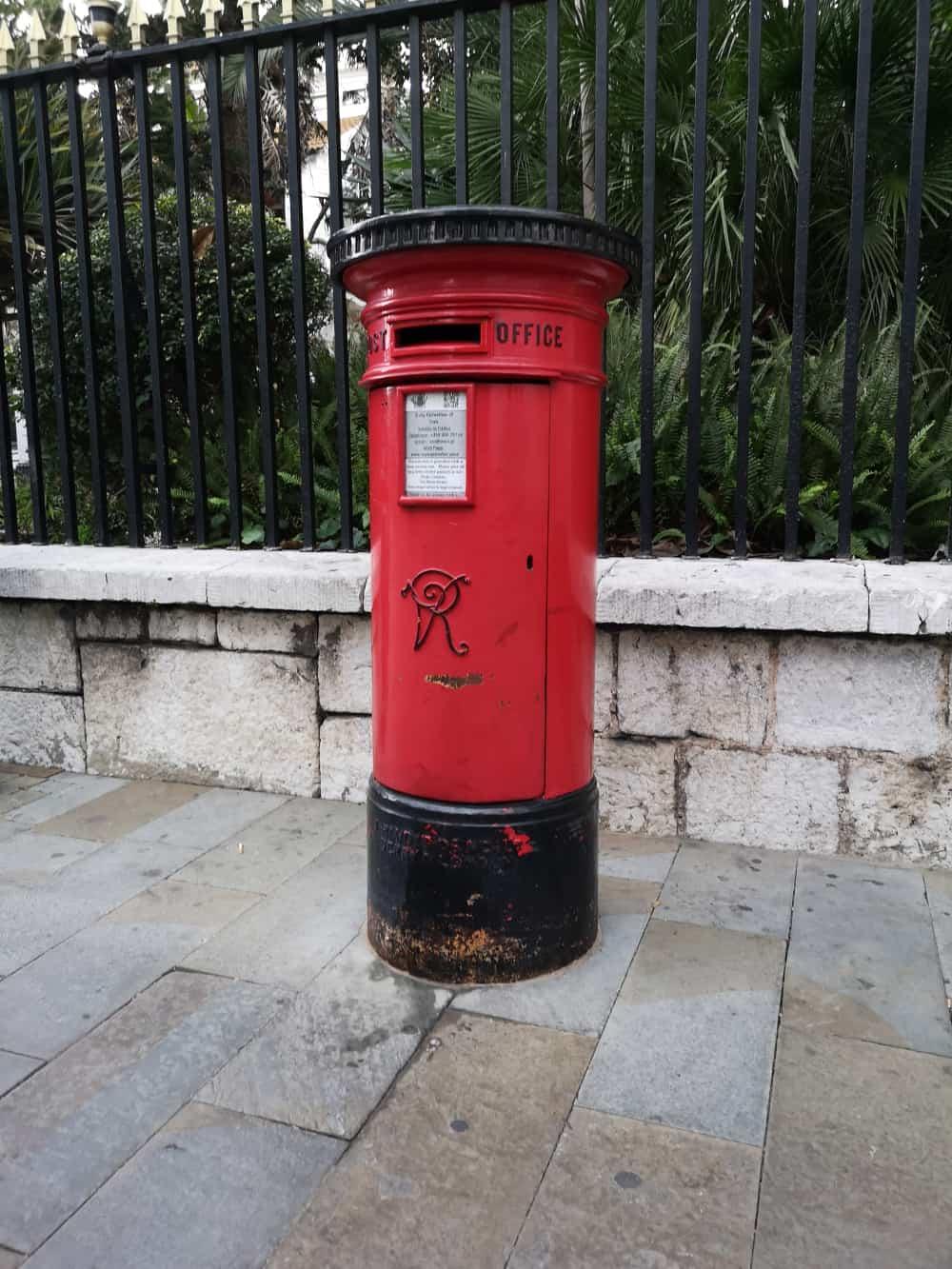 Gibraltar roter Briefkasten - www.upandaway.de